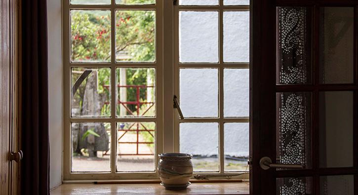 mull-calgary-self-catering-cart-studio-window
