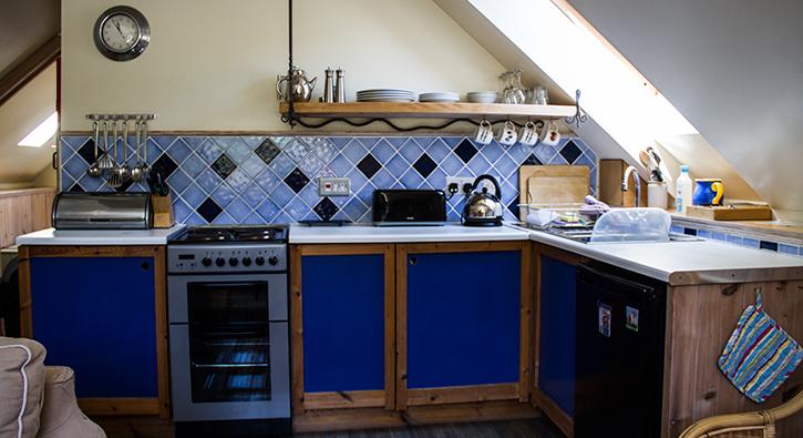 mull-calgary-self-catering-east-loft-kitchen-2
